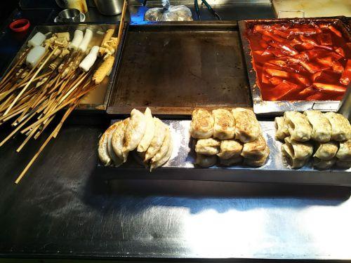 釜山に来たならBIIFF広場でシアッホットクを食べよう。