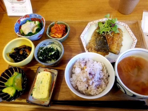[明洞]と[弘大]で おひとりさまで食事が出来るオススメの飲食店&スイーツ